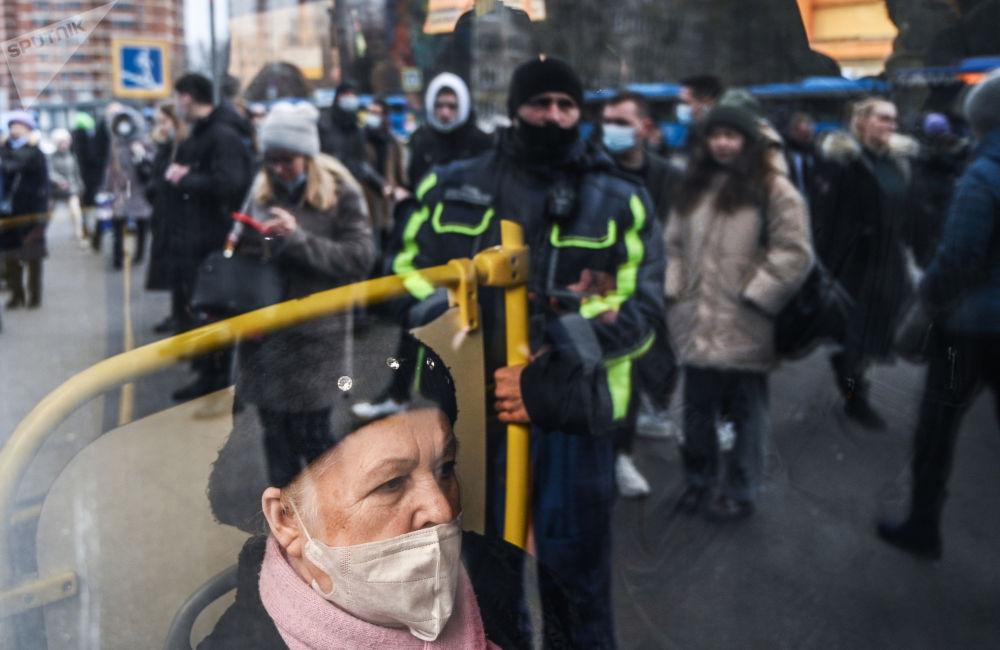 """莫斯科市地铁""""别尔亚耶沃""""站免费公交车停运。"""
