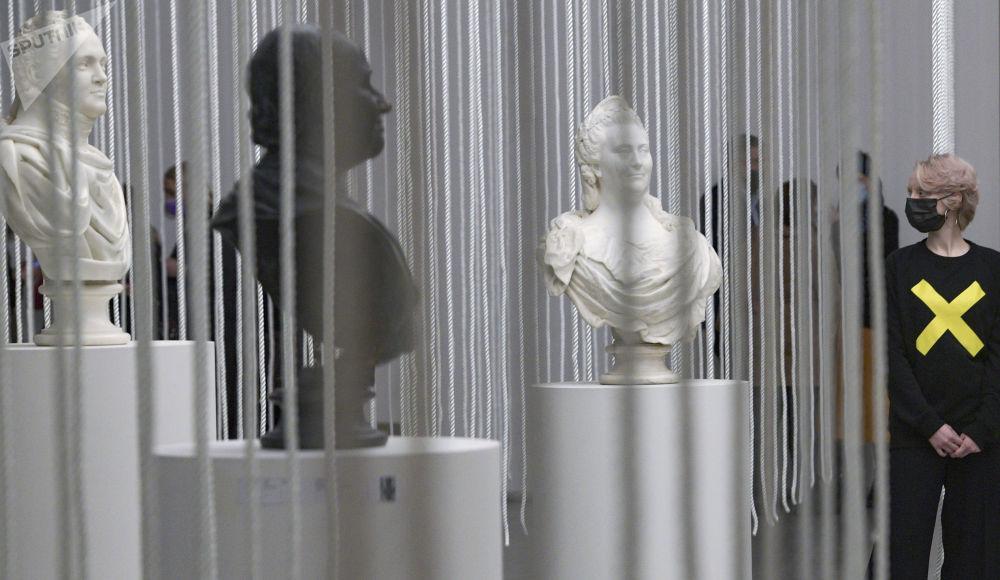 """圣彼得堡市《(不)可动。从""""舒比娜""""到""""马特维耶娃""""俄罗斯经典塑像》展。"""