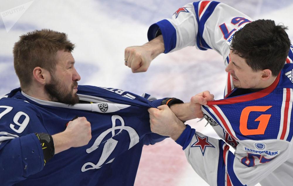 大陆冰球联赛:莫斯科迪纳摩—圣彼得堡苏俄冰球。