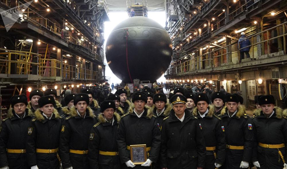 """俄罗斯海军""""马加丹""""号潜艇下水仪式。"""