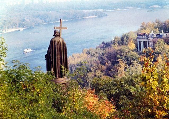 基辅,弗拉基米尔王子纪念碑