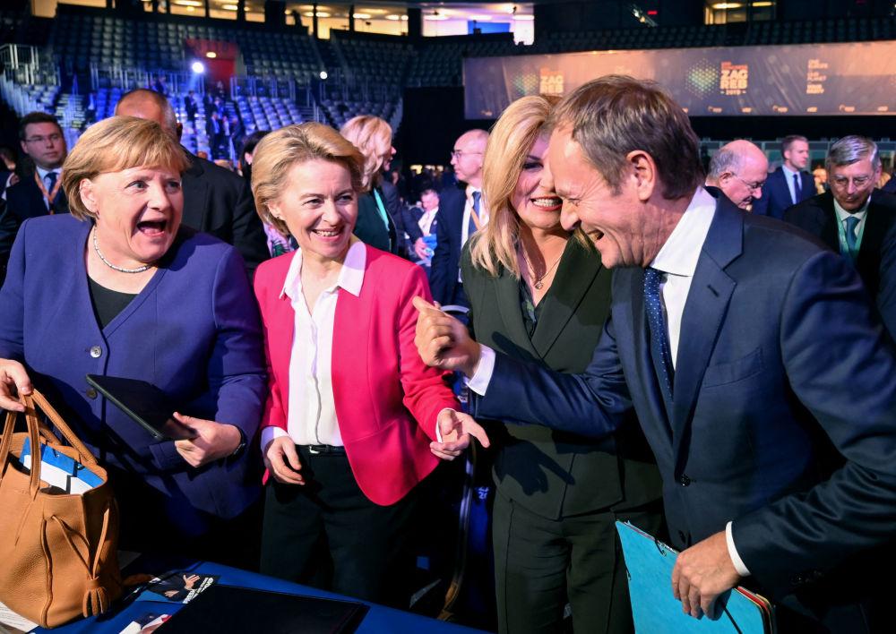 2019年,图斯克与德国总理默克尔和欧盟委员会主席德莱恩与克罗地亚总统基塔罗维奇在萨格勒布市会见中说笑。