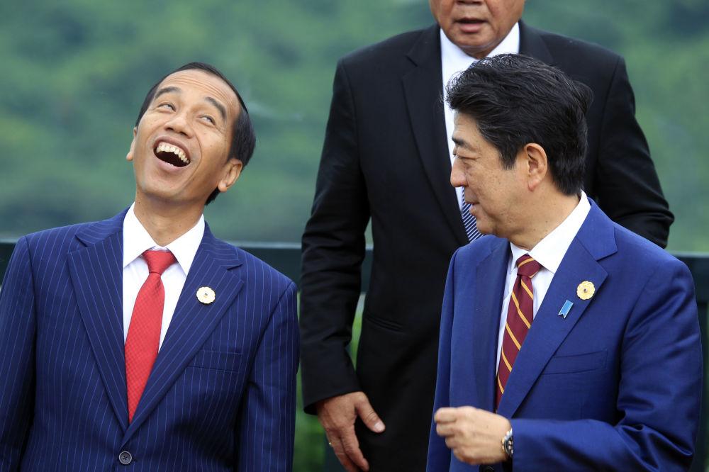 2017年,印度尼西亚总统维多多(图左)与日本首相安倍晋三。