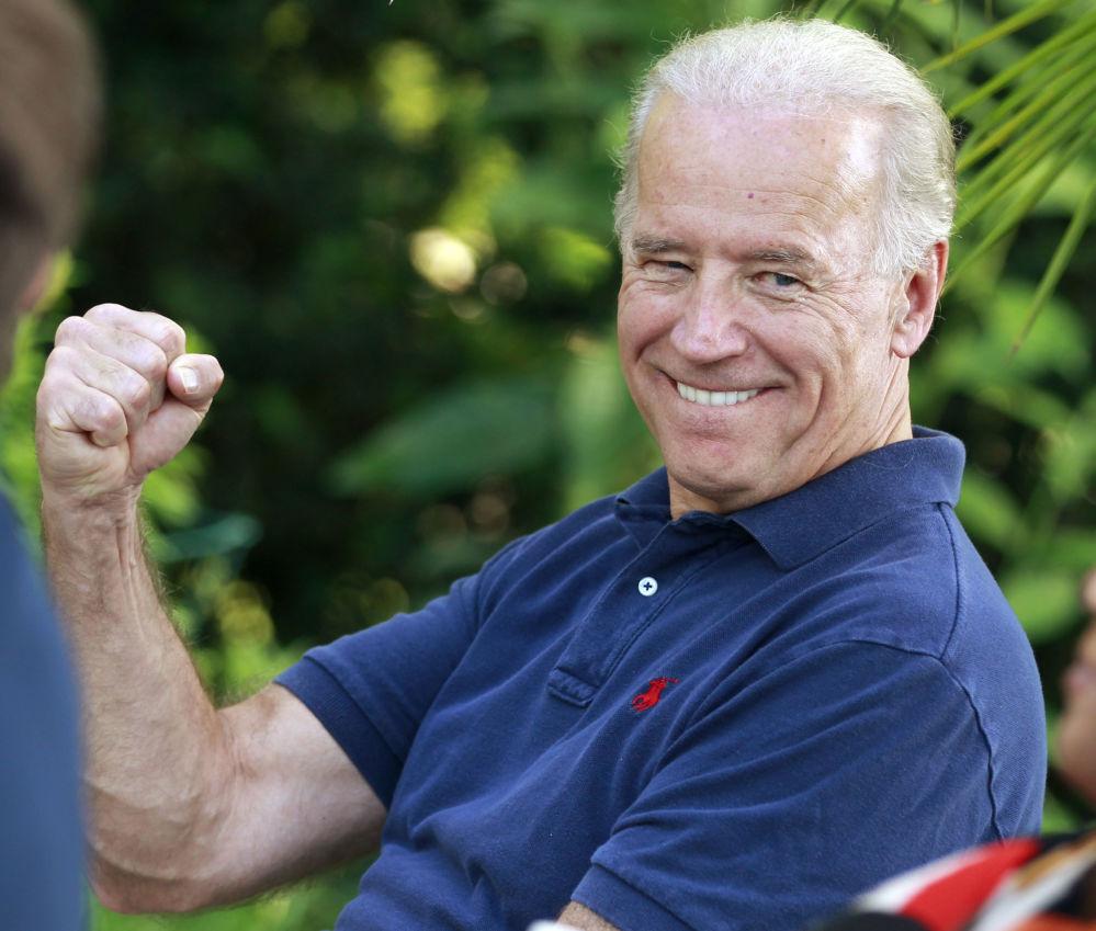 """2010年,美国副总统拜登在致词老兵活动中对口误 """"布鲁门塔尔""""一事进行自嘲。"""