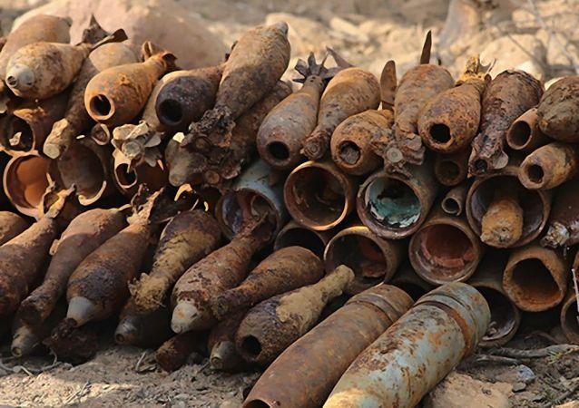 俄西部军区工兵从圣彼得堡和列宁格勒州运出100余枚二战时期炮弹