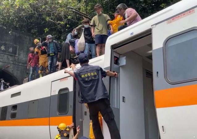 台湾列车出轨事故中受伤的乘客。