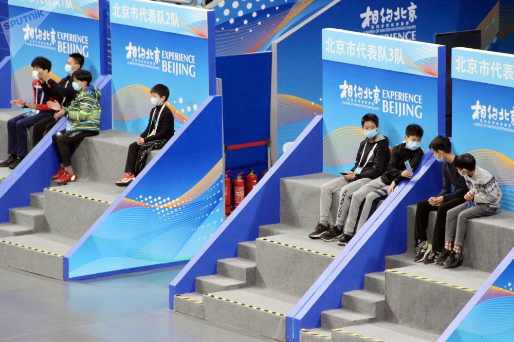 花滑运动员参加在北京举行的2022年冬奥会冰上项目测试赛。