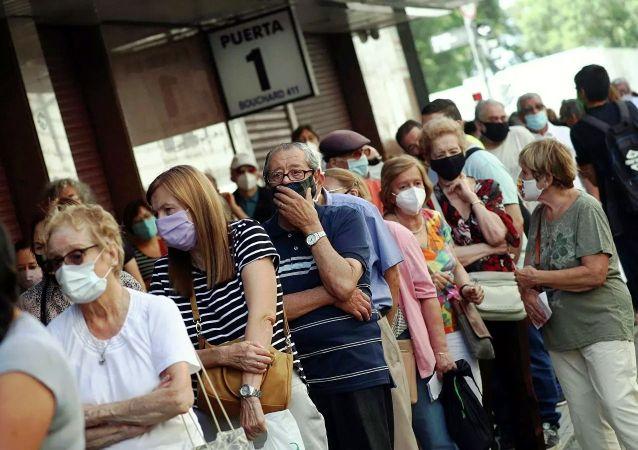 全球一周新增新冠确诊病例450万例 新增死亡病例7.6万例
