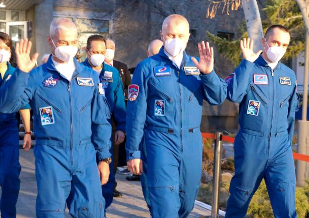 """载有三名宇航员的俄""""加加林""""号飞船与国际空间站对接"""
