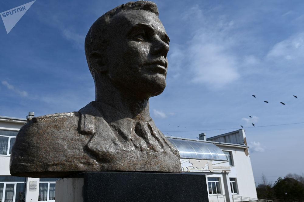 斯摩棱斯克州克卢希诺村的加加林雕像。