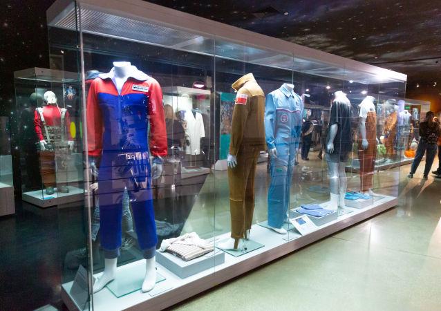 太空衣物:宇航员在太空服里面穿什么?