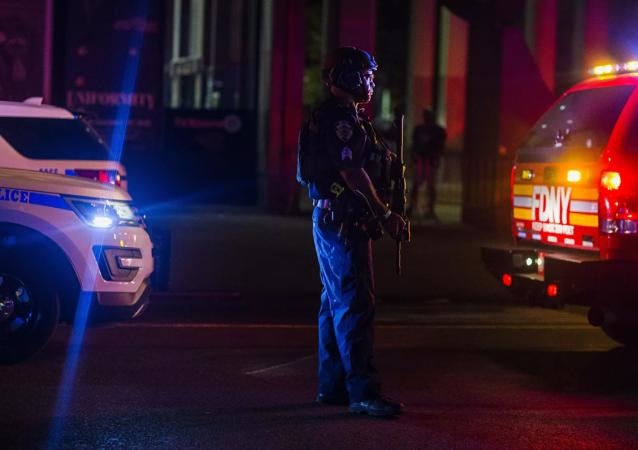 美国明尼苏达州黑人被枪杀事件引发的抗议者与警方冲突仍在继续