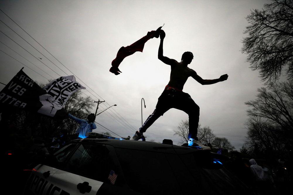 明尼苏达州民众抗议警察射杀黑人男子赖特。
