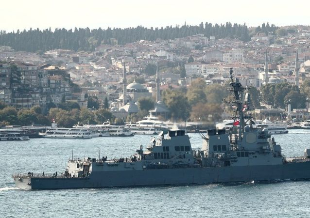 在黑海的美国军舰