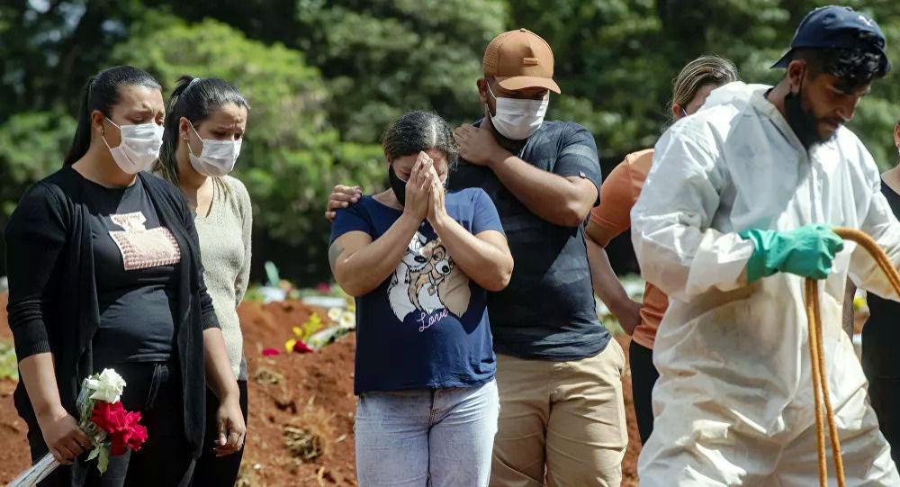 巴西卫生部:该国新冠病毒病例数单日增加近7万