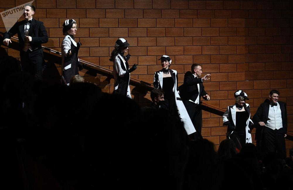 """莫斯科市""""赫利孔-歌剧""""歌剧院举行建院纪念日专场演出。"""