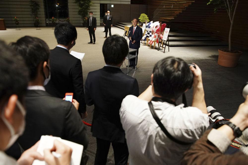 日本首相菅义伟在东京奥运会100天倒计时活动中讲话。
