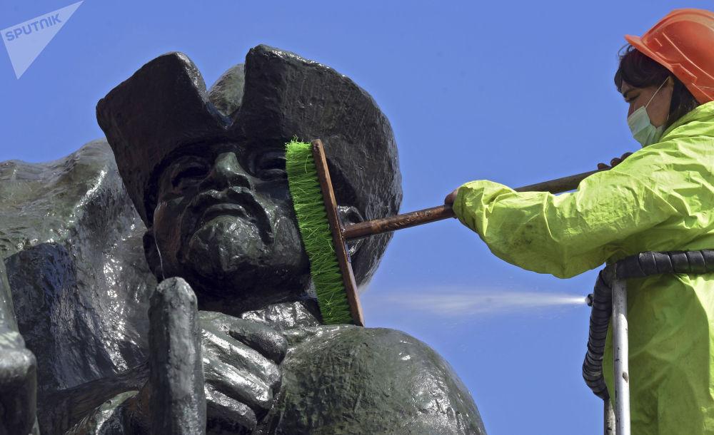 莫斯科市启动纪念碑清洗工作。