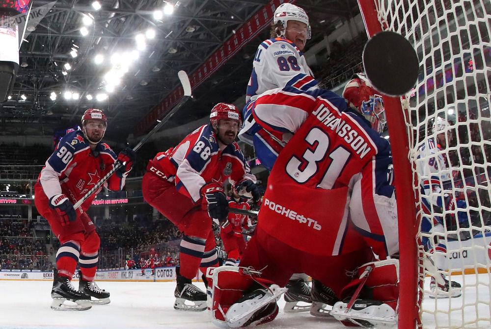 大陆冰球联赛:中央陆军-圣彼得堡冰球俱乐部。