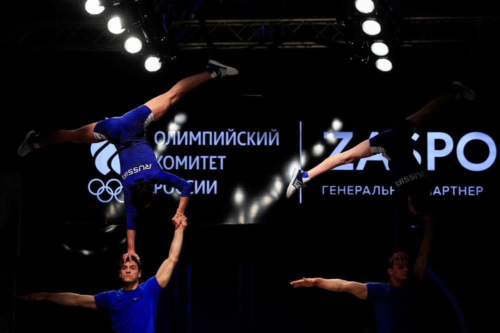 模特展示俄罗斯队奥运官方制服。