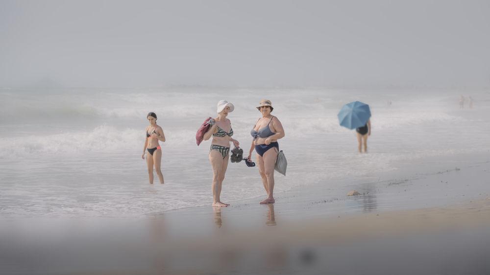 西班牙摄影师马里亚诺•贝尔玛拍摄的作品《Días de Playa》,获得公开组生活方式类别奖项。