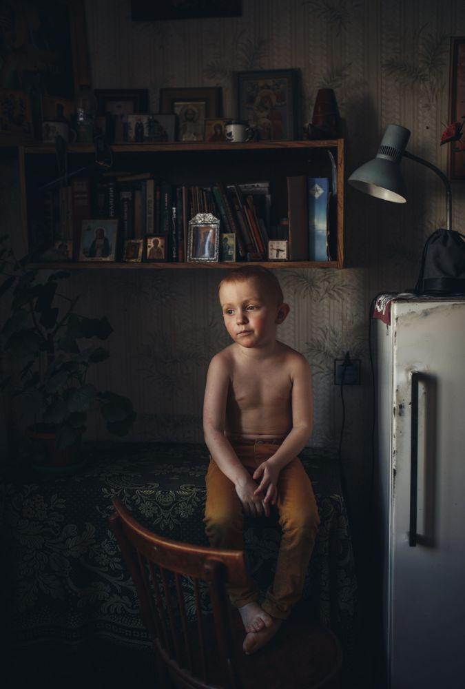 俄罗斯摄影师柳德米拉•萨巴尼娜拍摄的作品《Son》,获得公开组肖像类别奖项。
