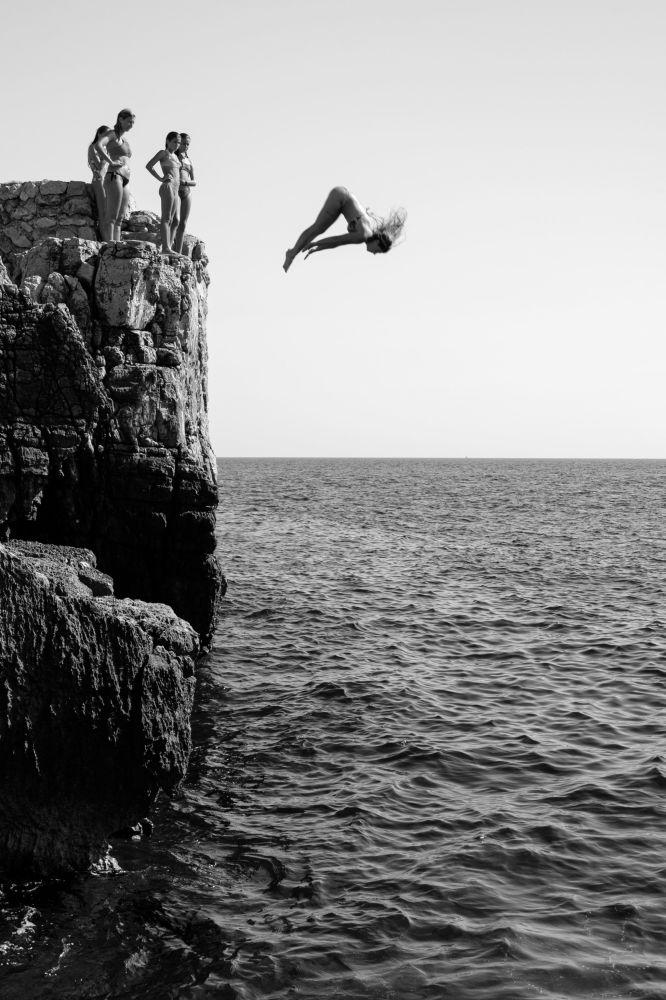 克罗地亚摄影师马里霍•马杜纳拍摄的作品《Girl Power》,获得公开组动态类别奖项。