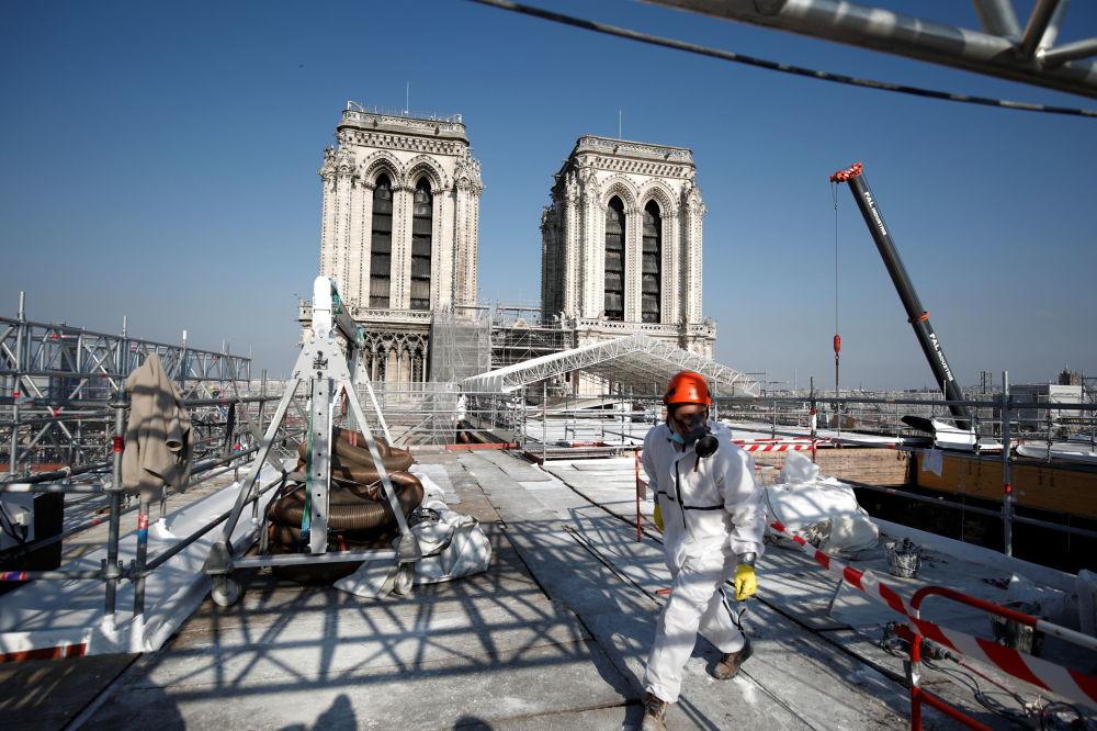 修复中的巴黎圣母院。