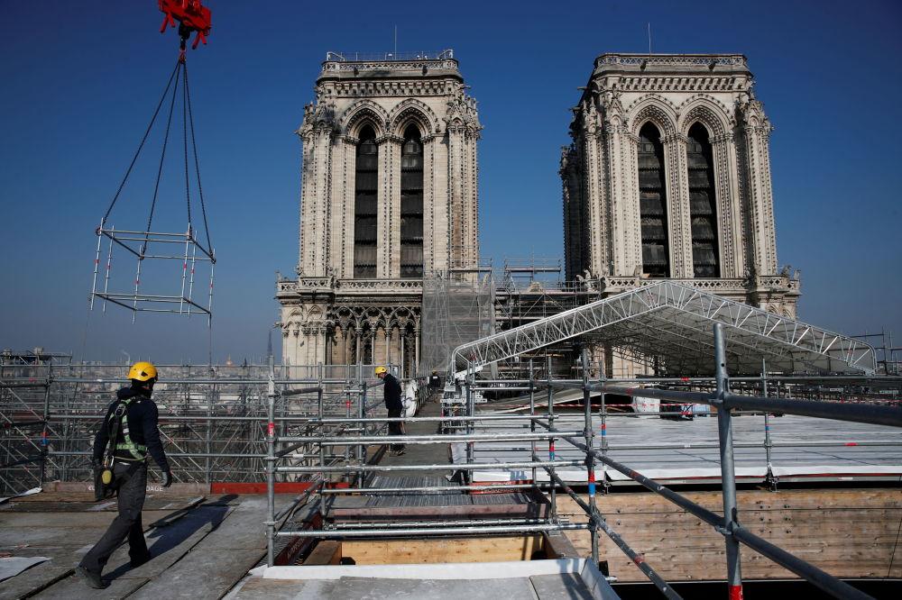 修复巴黎圣母院。