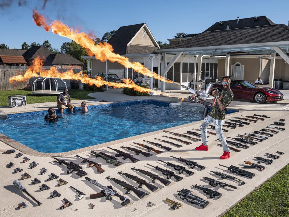意大利摄影师加布里埃尔•加利贝蒂拍摄的《美国枪》系列作品,获得肖像类第一名。