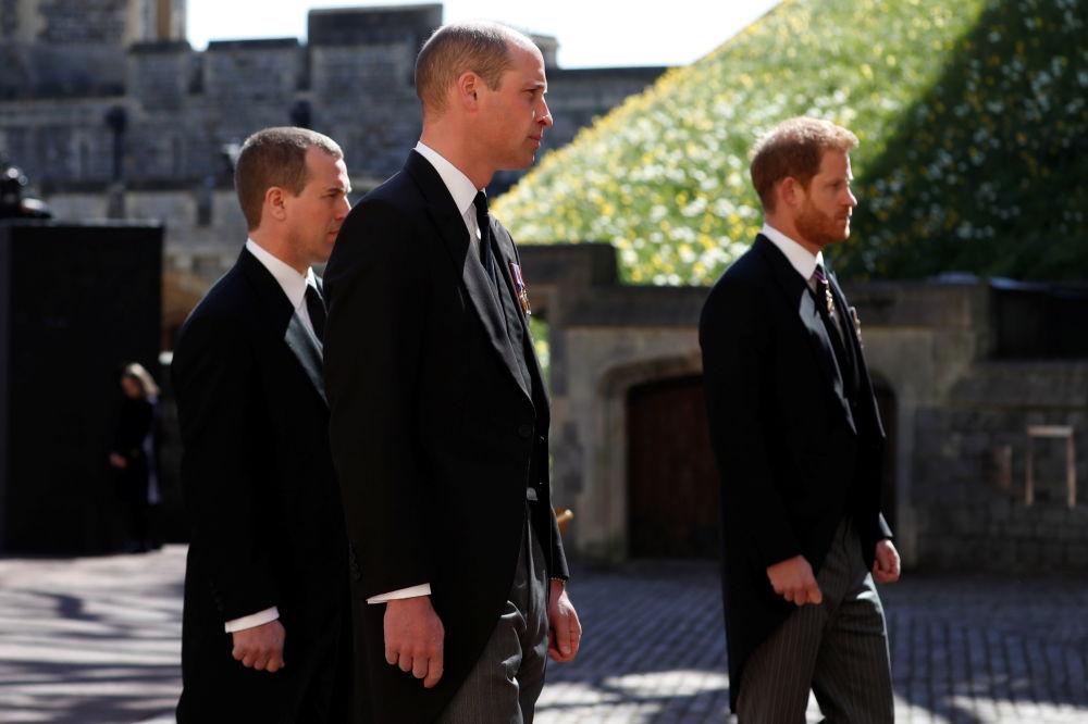威廉王子和哈里王子参加已故菲利普亲王的葬礼。