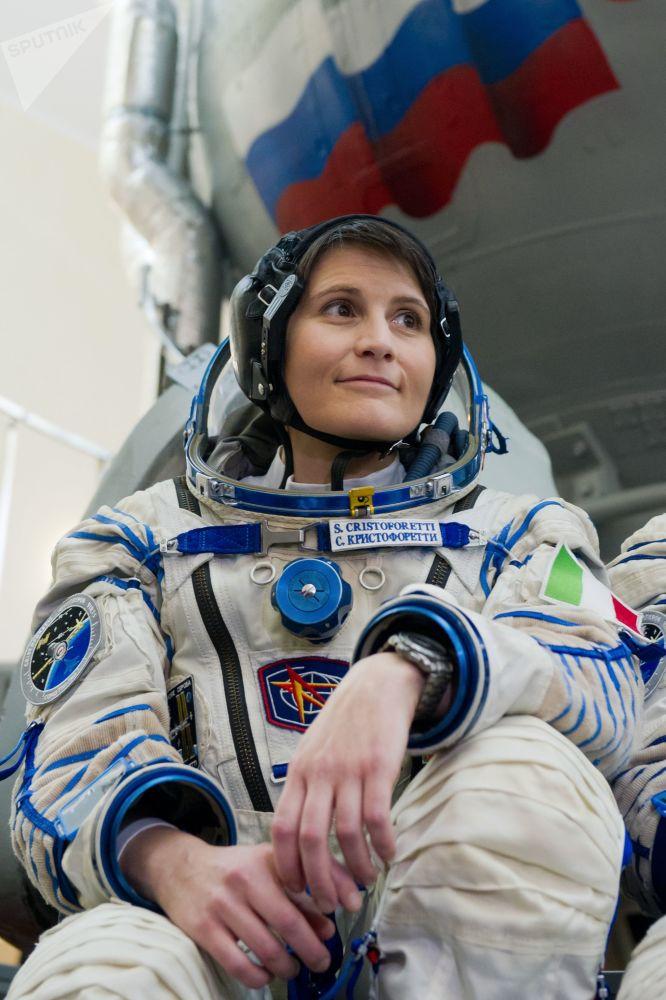 国际空间站第42/43期长期考察组的主要机组成员、欧洲航天局女宇航员、意大利首位女宇航员萨曼莎·克里斯托弗雷蒂。