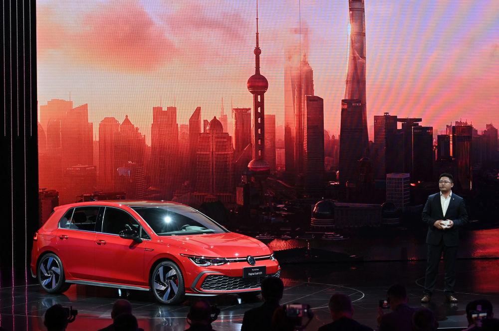 上海国际车展上的大众高尔夫GTI汽车。