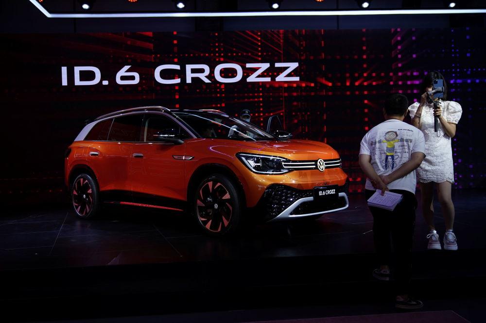 上海国际车展上的大众ID.6 CROZZ电动车。