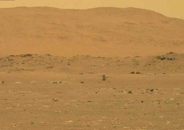 """航空航天局:""""机智""""号无人直升机在火星成功进行首飞"""