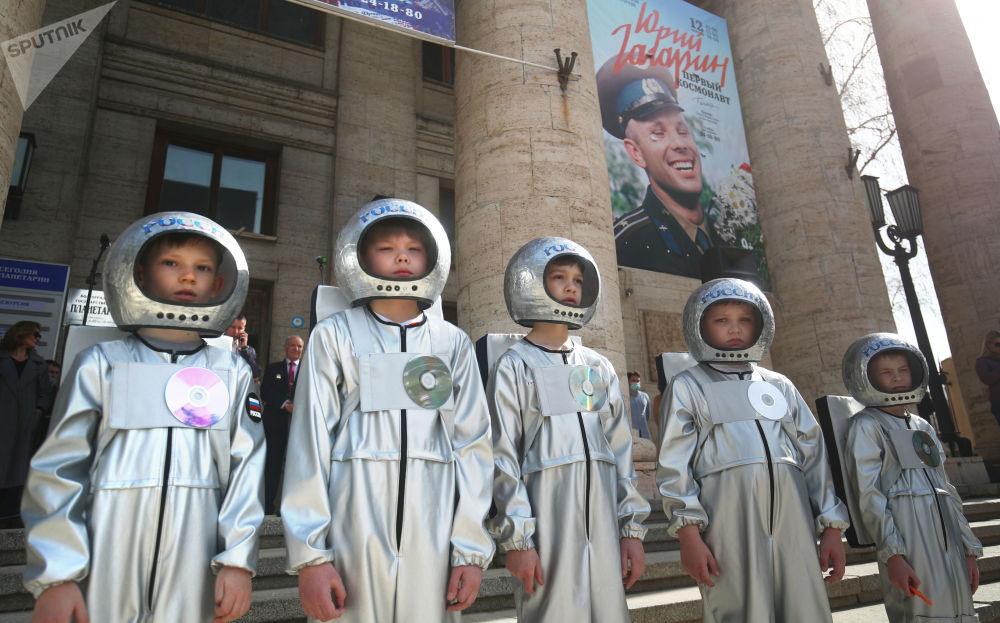 伏尔加格勒举行活动庆祝俄罗斯航天日。