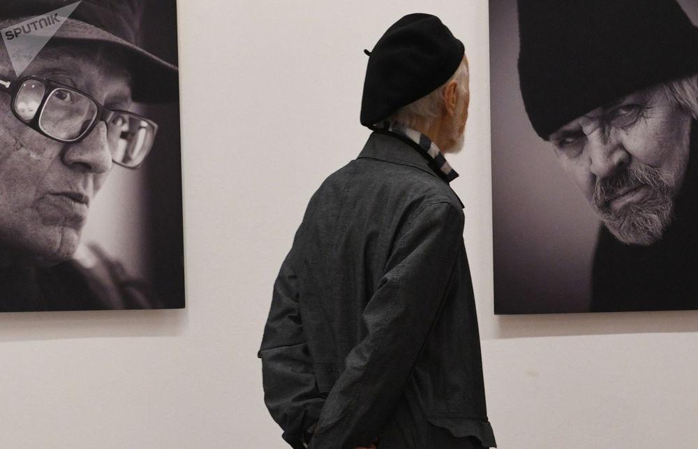 """莫斯科""""鲍里斯•瑟索耶夫Punctum""""摄影展现场。"""