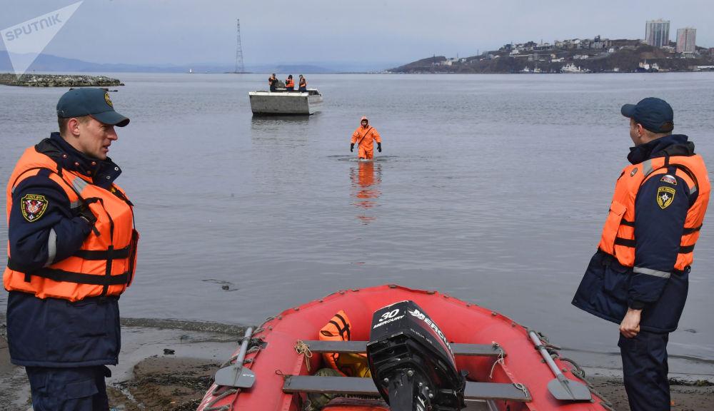 滨海边疆区救援人员进行防洪演习。