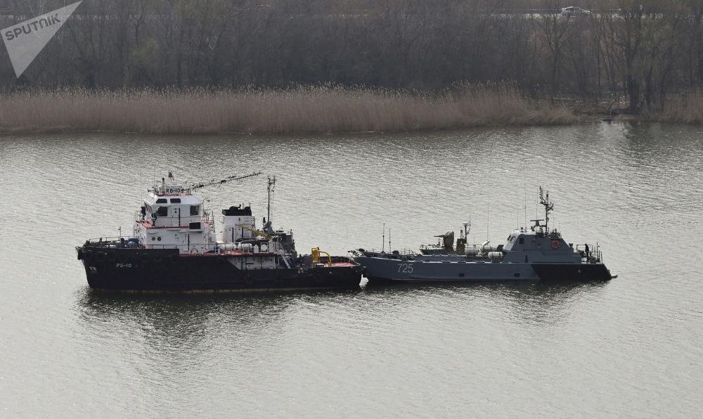 里海舰队军舰通过里海进入黑海。