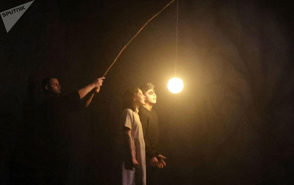 俄罗斯模范青年剧院里上演戏剧《瓦西里萨》。
