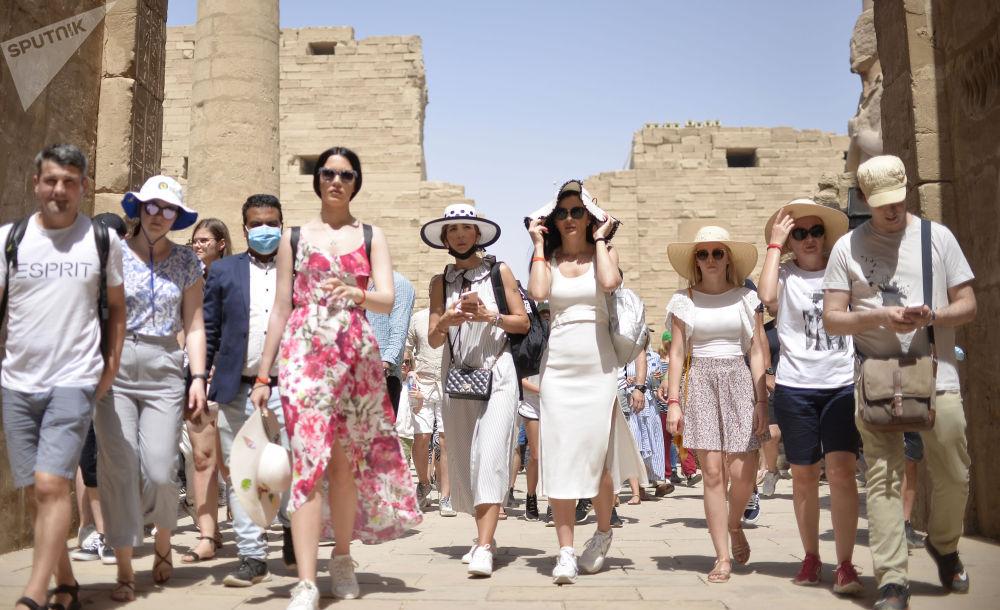 由于新冠疫情,游客被迫延长在埃及的逗留时间。