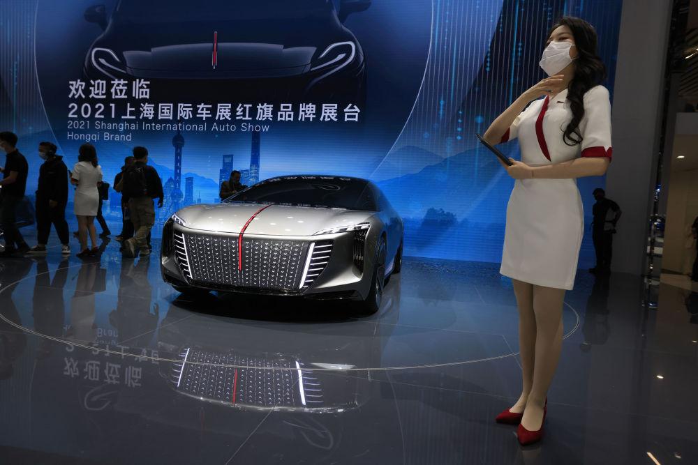 第19届上海国际车展上的车模们。