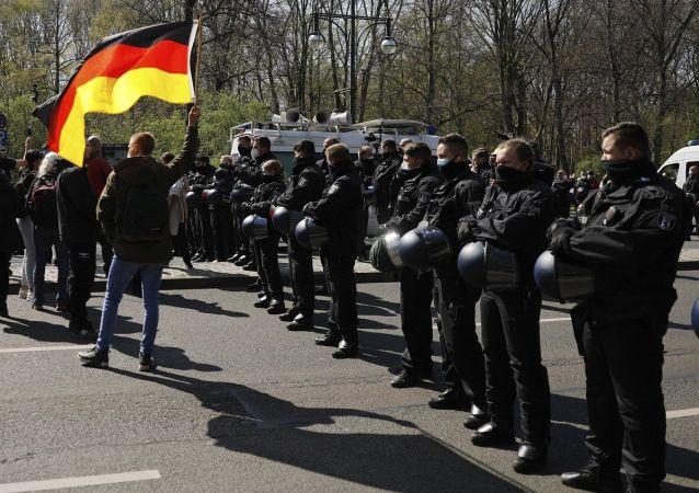 柏林五一发生骚乱近百名警察受伤
