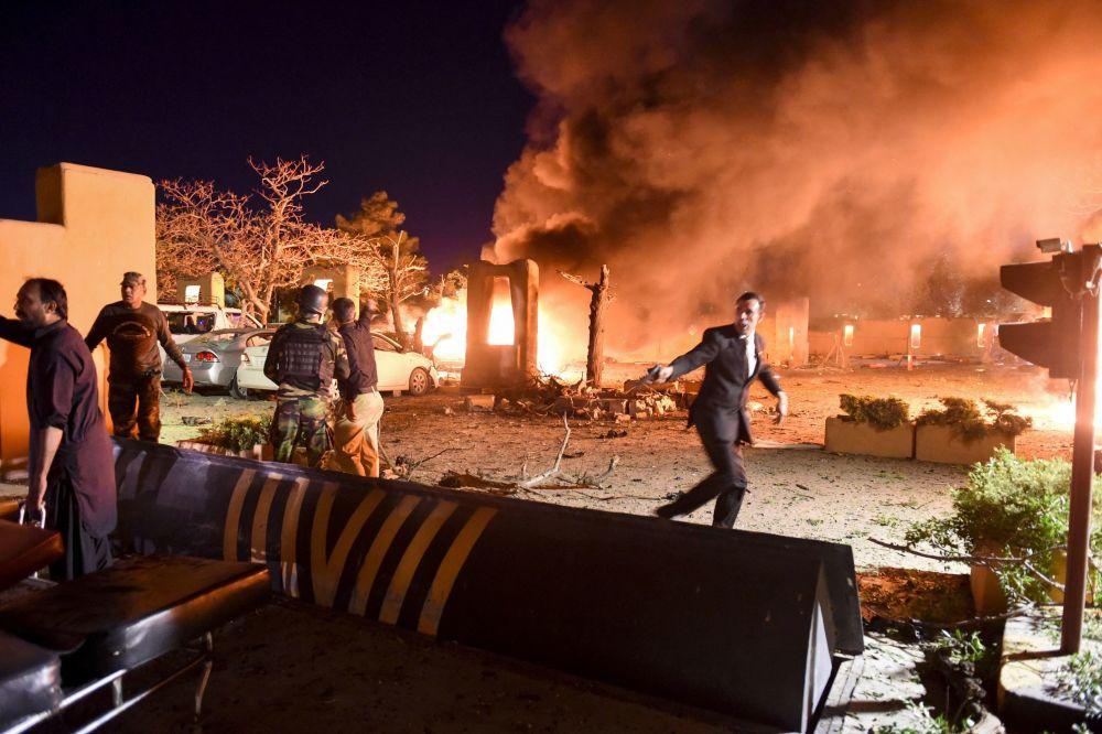 巴基斯坦塞雷纳酒店停车场爆炸现场。