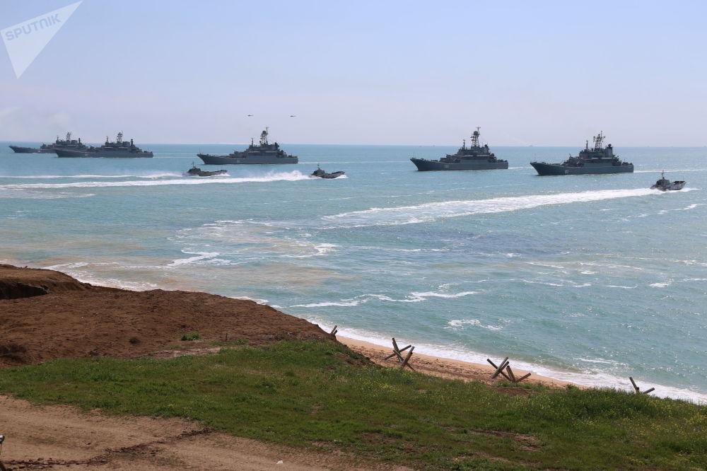 俄军在克里米亚进行大规模实装演练