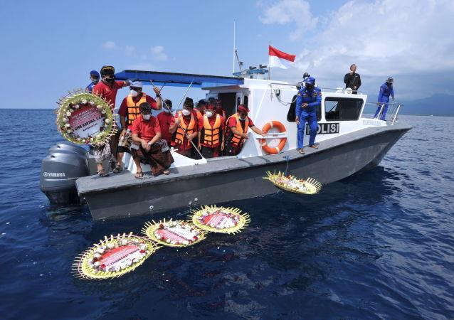 习近平就印尼海军潜艇沉没向印尼总统佐科致慰问电