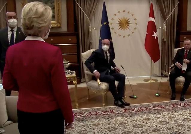 """欧盟委员会主席因""""沙发门""""而感到受辱"""