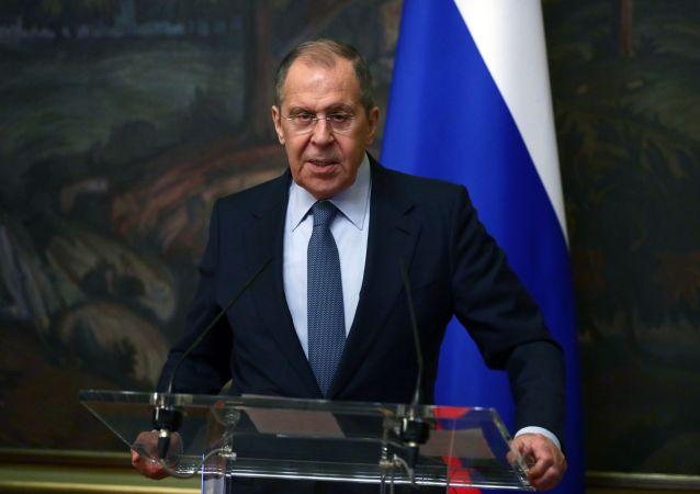 俄外长:乌克兰指望美国提供军事援助没有意义