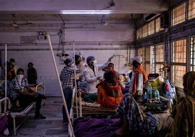 印度新冠病毒感染确诊病例一日新增逾41.4万例 继续上升