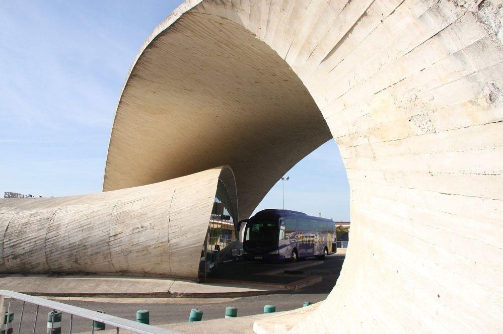 西班牙卡萨尔-德-卡塞雷斯市的公交车站。